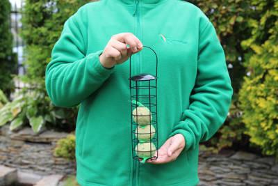 Sprężynka - metalowy karmnik dla ptaków na kule tłuszczowe